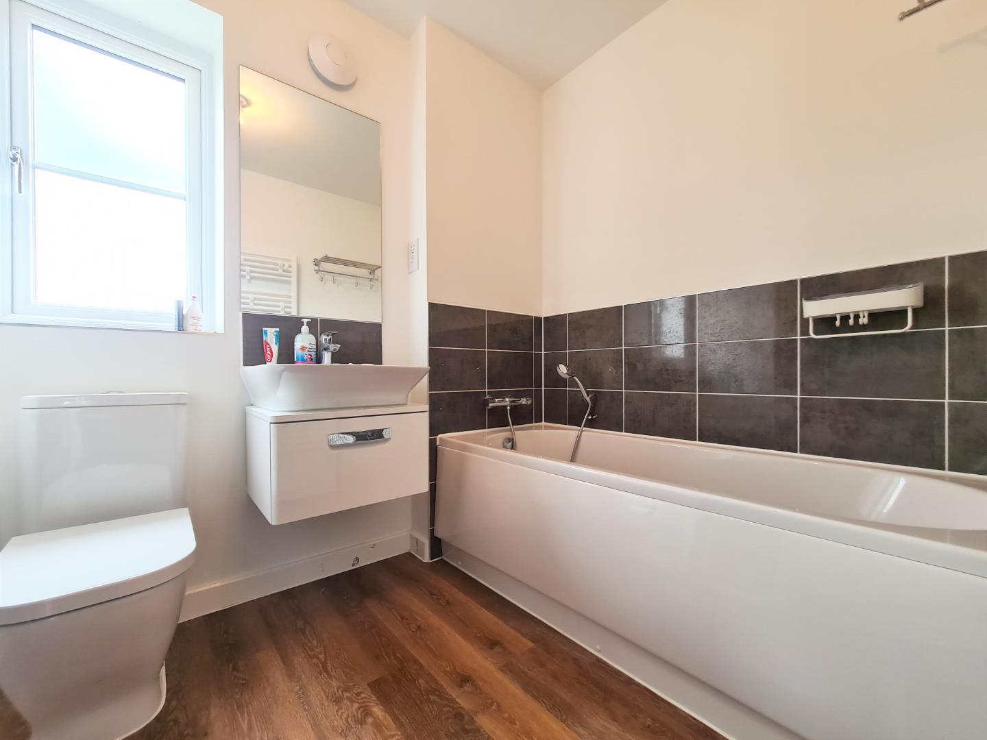 4 bed town house to rent in Shinfield 6