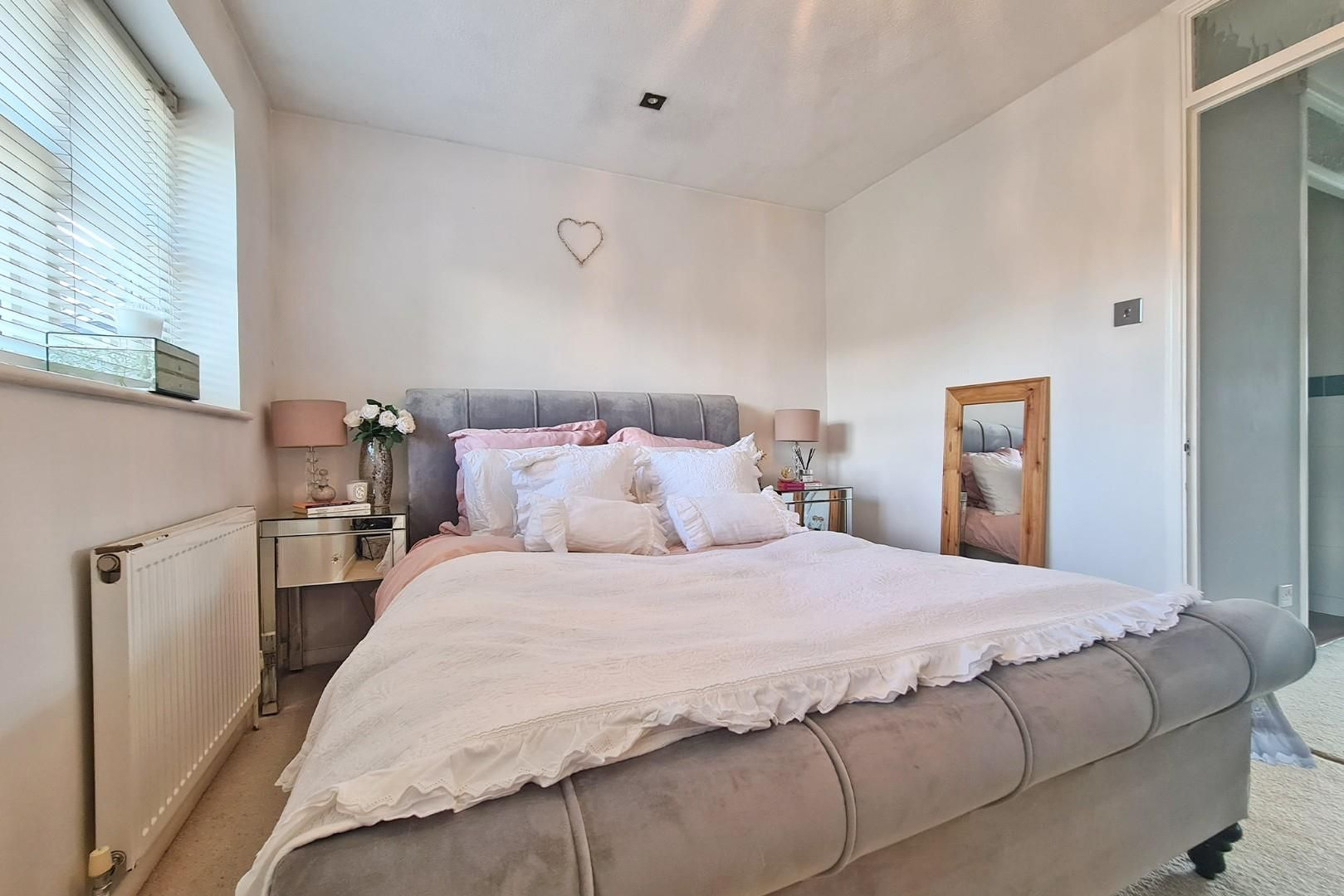 2 bed terraced to rent  - Property Image 6