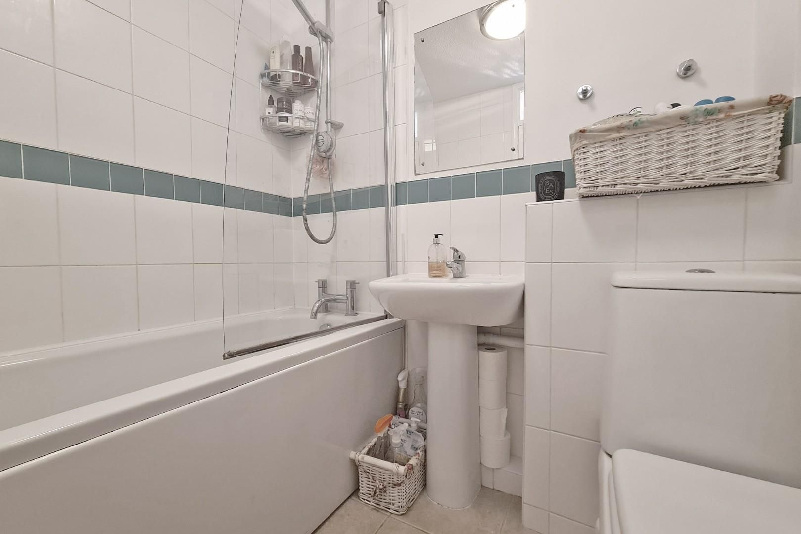 2 bed terraced to rent  - Property Image 8