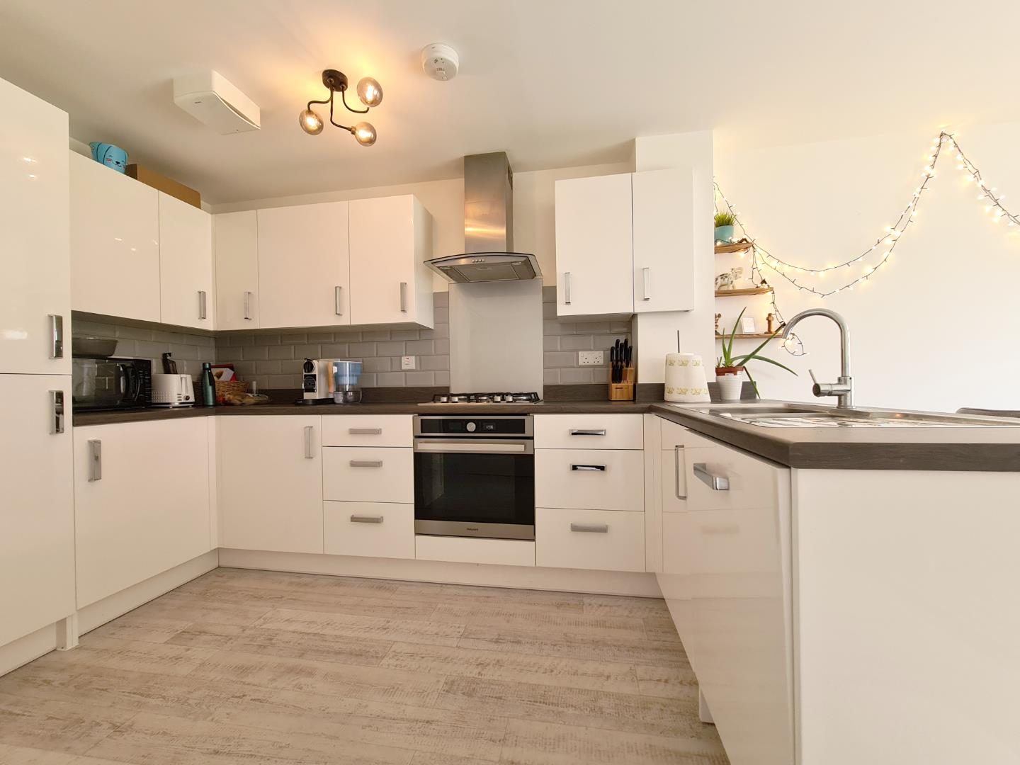 3 bed town house to rent in Shinfield 2