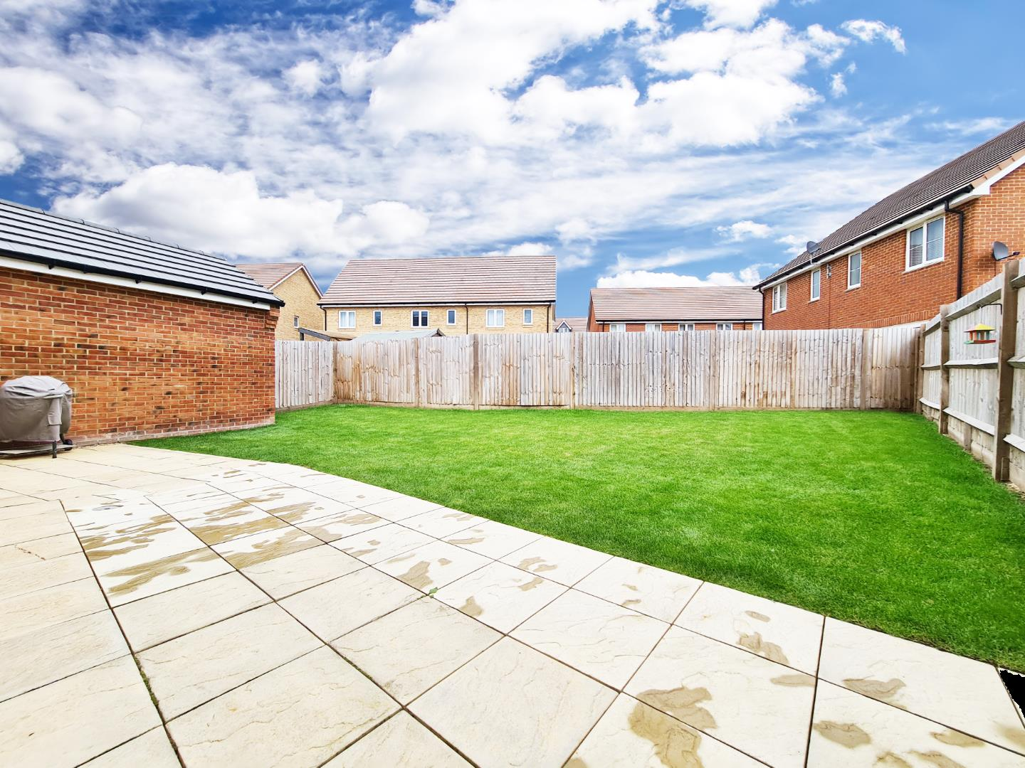3 bed town house to rent in Shinfield 12
