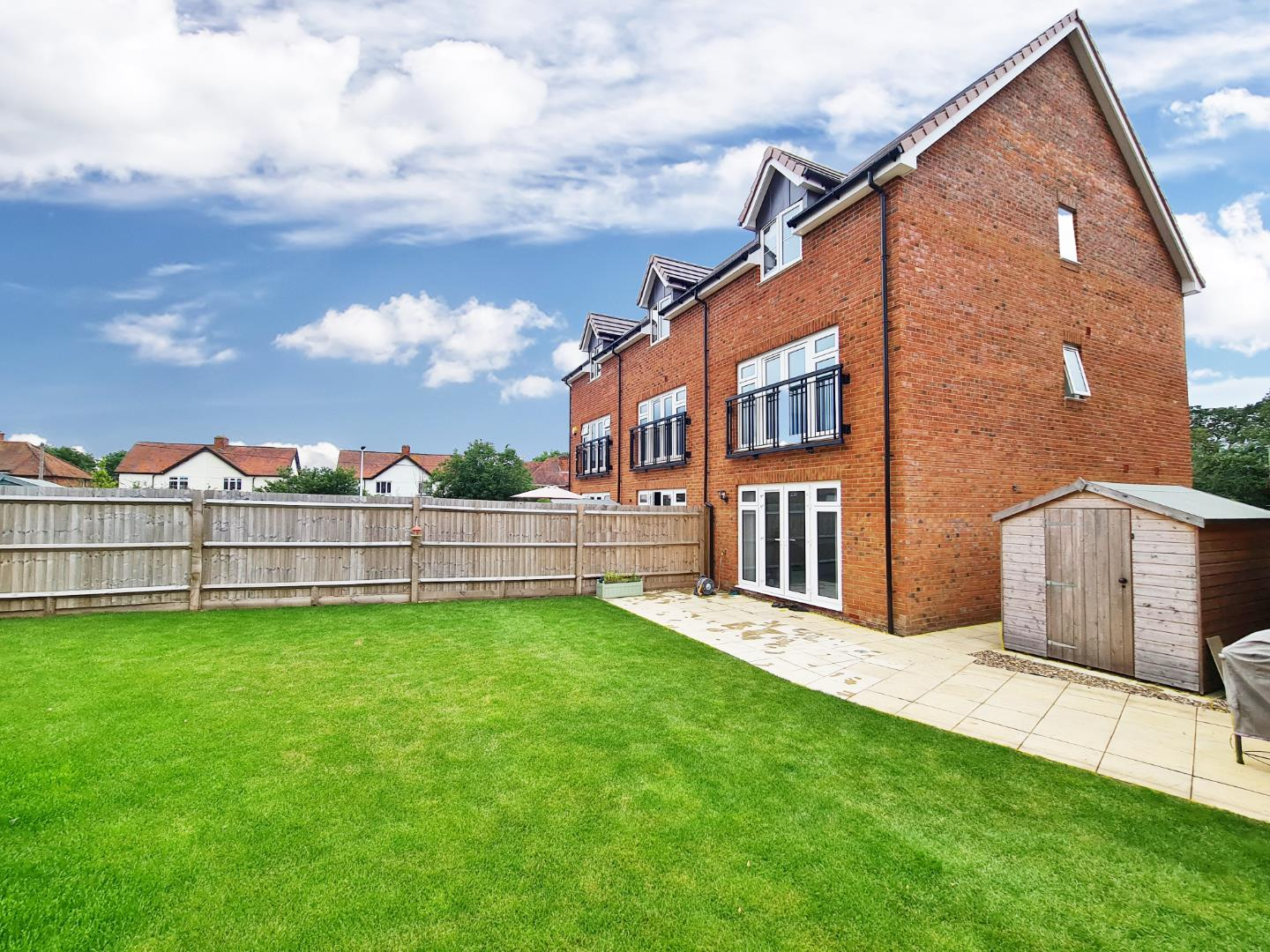 3 bed town house to rent in Shinfield 13