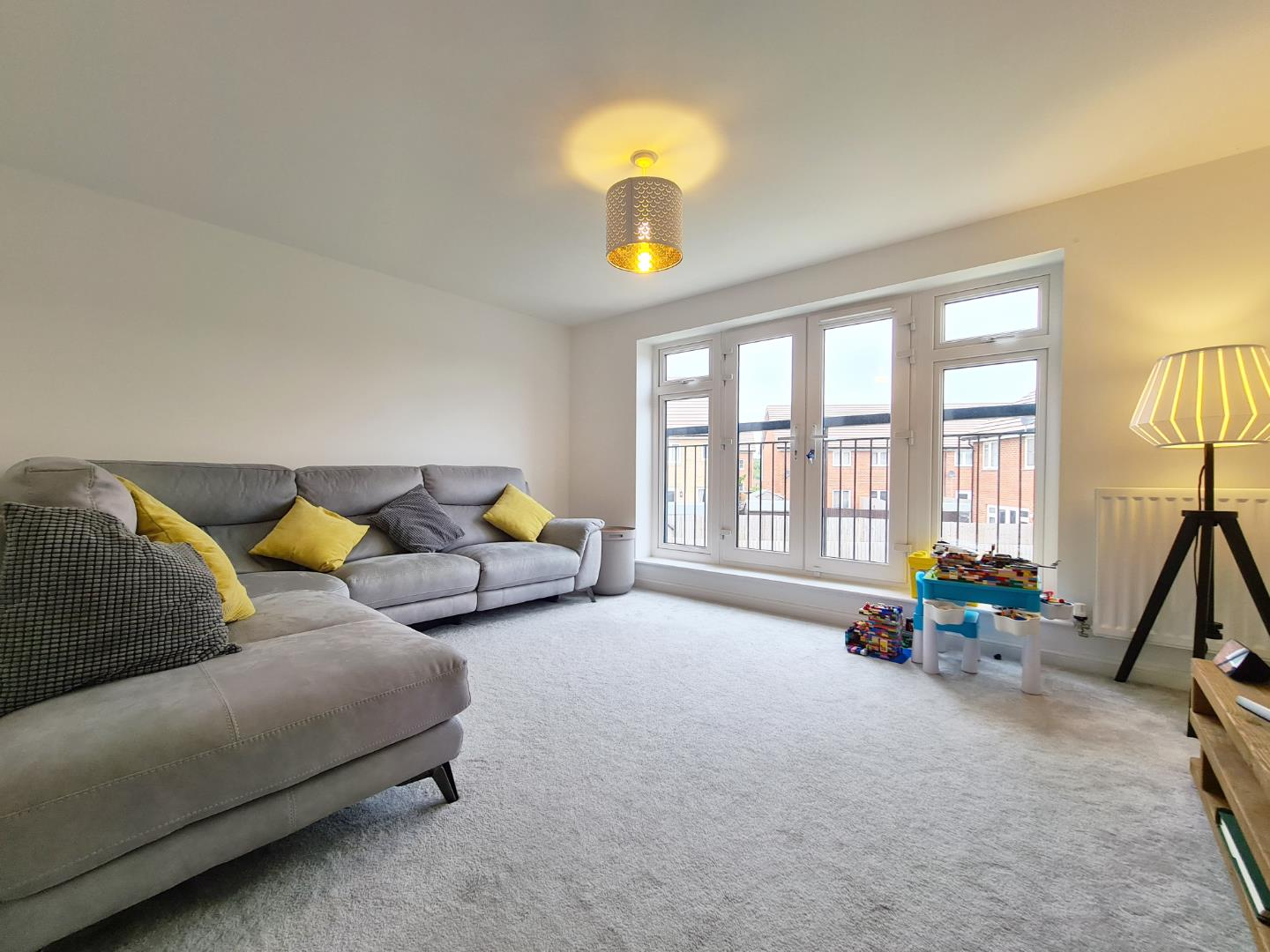 3 bed town house to rent in Shinfield 4
