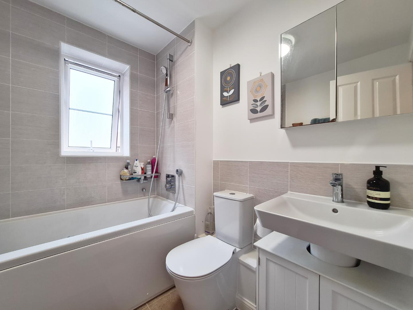 3 bed town house to rent in Shinfield 6