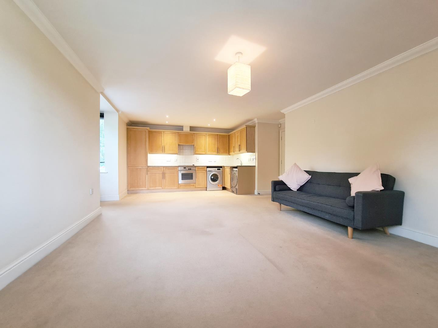 2 bed flat to rent 1