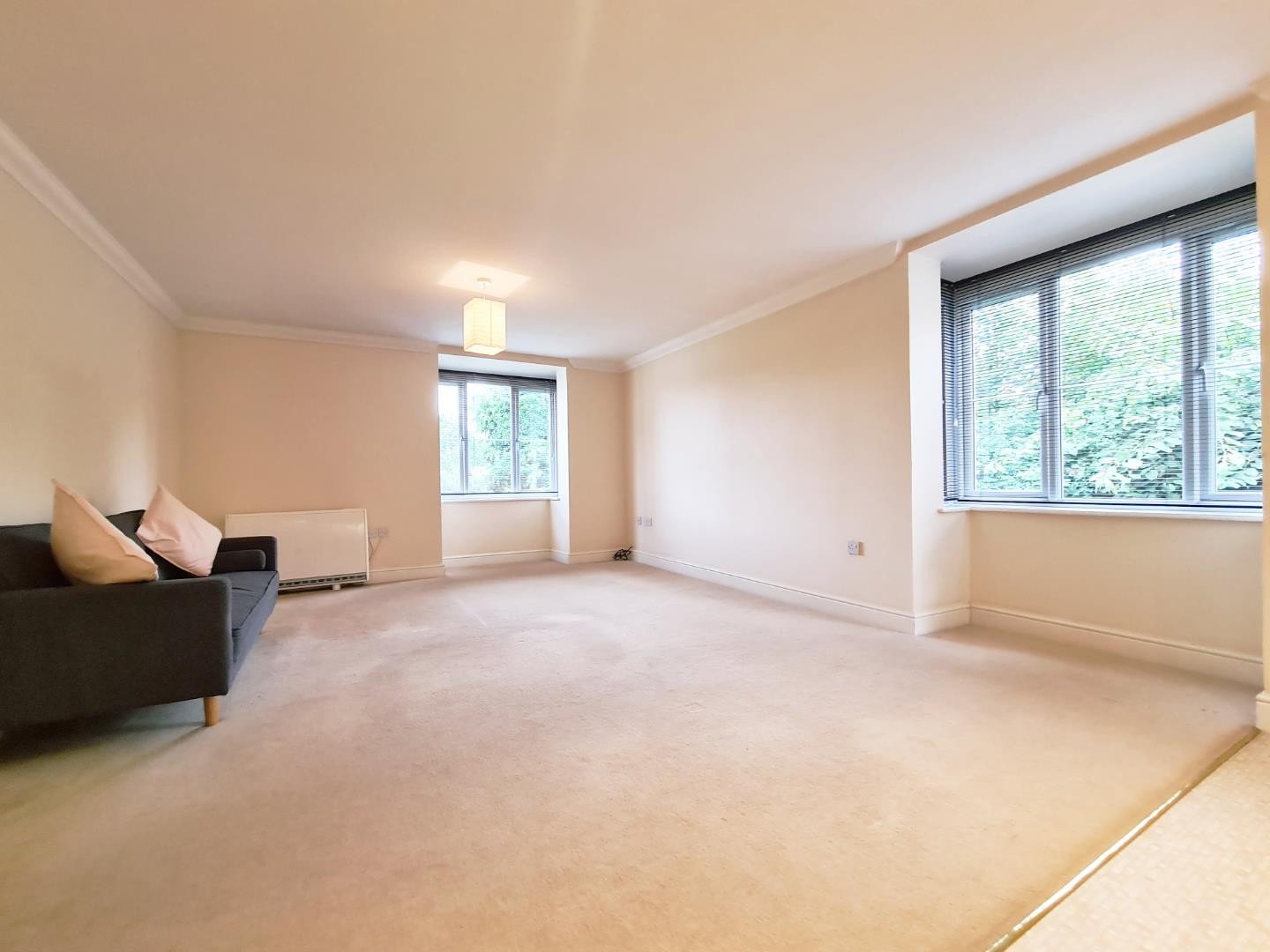 2 bed flat to rent  - Property Image 2