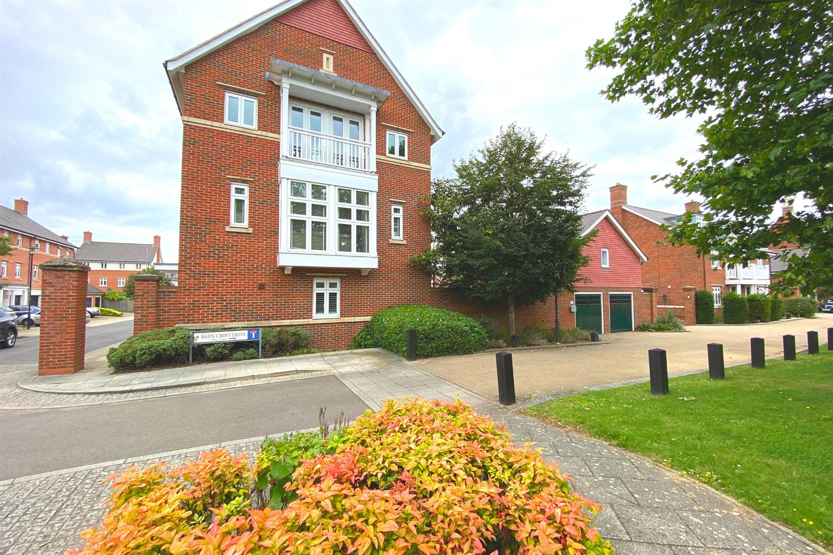 6 bed detached for sale in Lower Earley 1